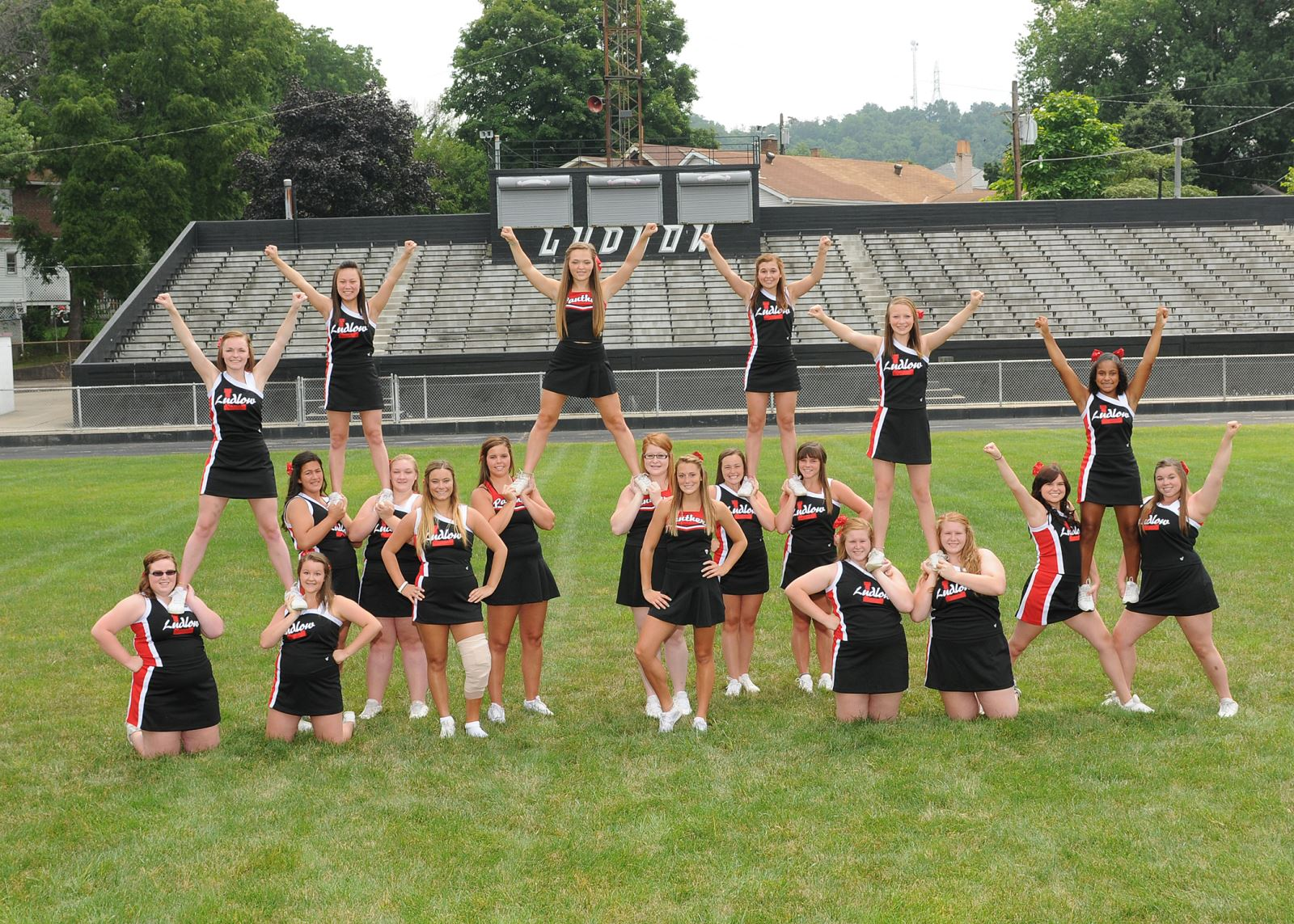 varsity football cheer squad